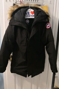 Selling a women's black Canada Goose