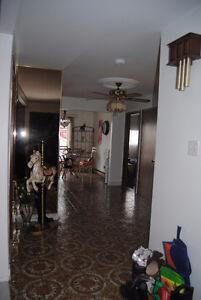 chomedey Duplex RC spacieux 5 1/2 garage double  + stationnement