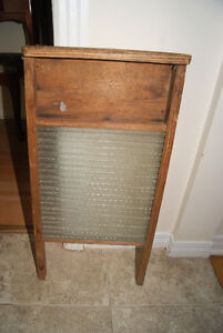 Antique washboard. Nice piece of rustic decor. West Island Greater Montréal image 1