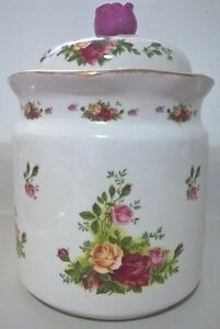 Vintage Large Royal Albert Old Country Roses Canister