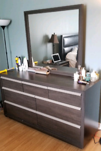 Dresser and Side desk - Great condition - REAL WOOD!