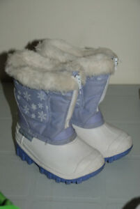 GIRL WINTER BOOTS waterproof, insulated SIZE 6 toddler 18-24mo