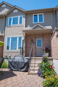 Gorgeous Townhome Condo In Desirable North London Neighbourhood