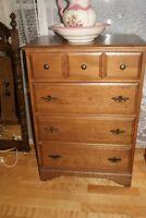 Vintage solid wood highboy dresser commode a 4 tiroirs