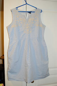 Ladies Cornflower Blue Dress with Oatmeal Embroidery – Size 16