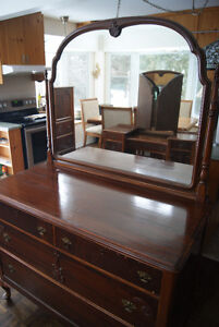 Gorgeous massive antique mahogany dresser with mirror West Island Greater Montréal image 2