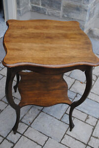 Antique Victorian Parlour Table - Solid WALNUT Wood (c. 1940)