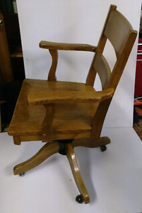 Solid oak vintage adjustable made in canada bankers chair