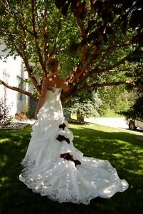 GORGEOUS WEDDING GOWN