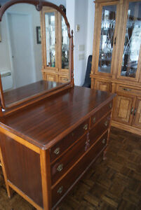 Gorgeous massive antique mahogany dresser with mirror West Island Greater Montréal image 1