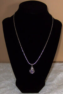 """EXQUISITE VINTAGE """"DELFT BLUE"""" NECKLACE AND PIERCED EARRINGS"""