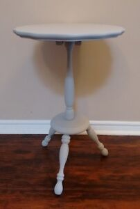 Charming Grey Chalk Painted Side/Accent Table