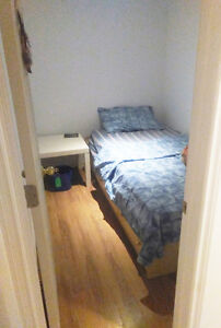 Furnished room Avenue and Wilson daily/weekly/monthly