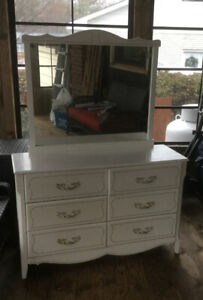 6-drawer Dresser and Mirror - Great value !