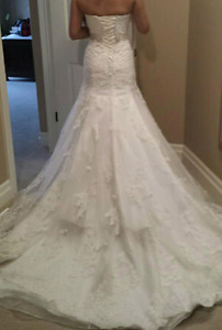 Alfred Sung wedding dress (size 2-4)