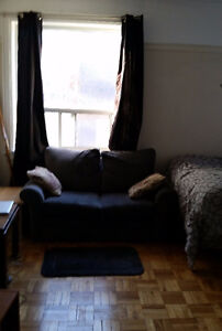 **CUTE STUDIO near Yonge and Bloor For $900+H**