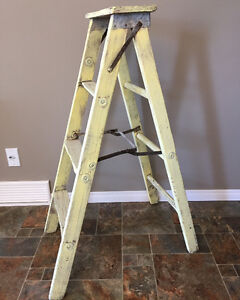4' Old Wooden Ladder