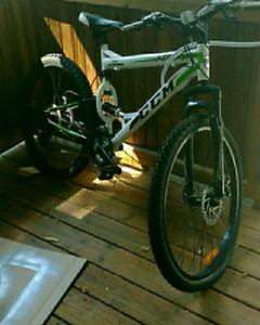 "CCM Apex 6061 26"" Mountain Bike"