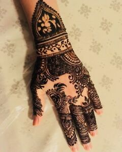 Henna artist available for all wedding events