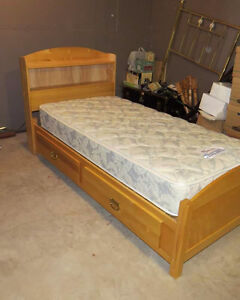 Twin pine mates bed