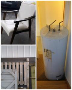 Réservoire à eau , bois de patio et chaise