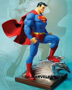 Superman Statue Jim Lee Mint Condition Asking $525.00 CHEAP!! London Ontario image 1