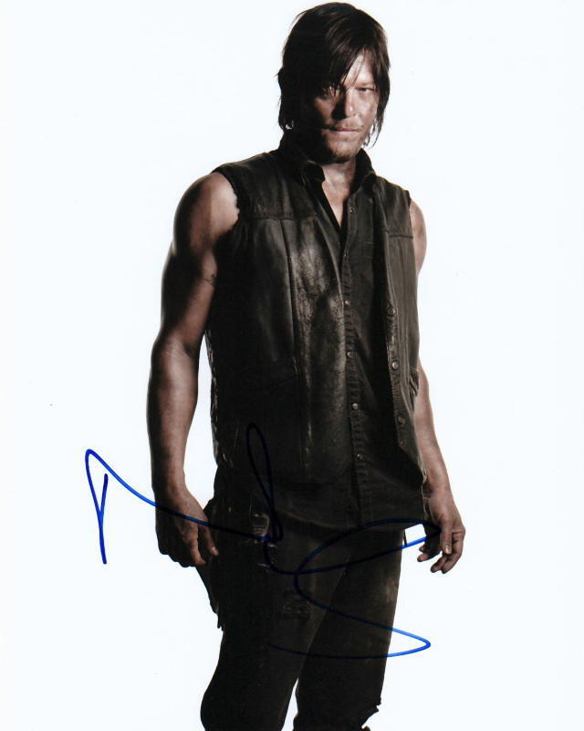 NORMAN REEDUS.. The Walking Dead - SIGNED