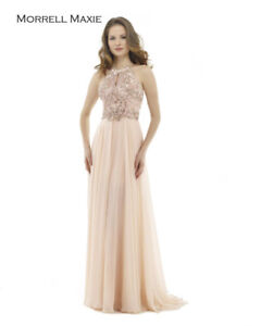 SELLING BEAUTIFUL FULL LENGTH GOWN