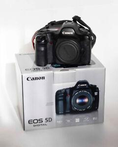 Canon 5D Mark 1 avec battery grip et objectif macro 100mm f 2.8
