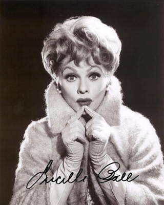 1950S LUCILLE BALL SIGNED REPRINT B&W PHOTO 8X10