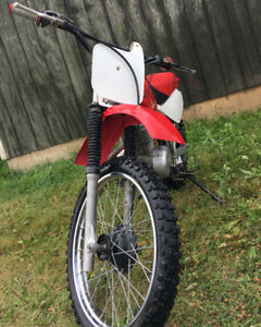 HONDA xr100r 1999 dirtbike with 2000  plastics