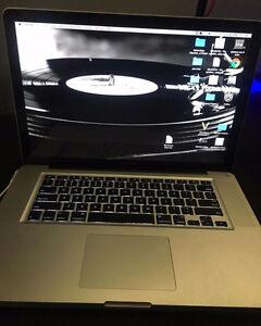 """15"""" 2010 MacBook Pro ( i7 , 4GB RAM , 500GB HD )"""
