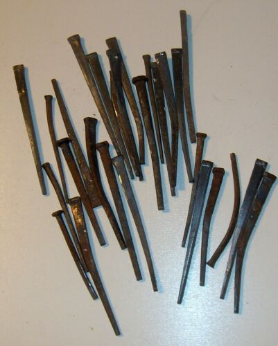 3 1/2 POUND LOT OF SQUARE NAILS