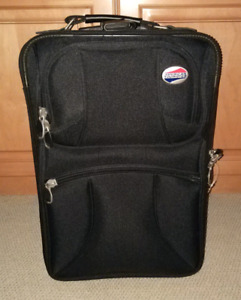 Nearly new suitcase with hand bag, super cheap price!