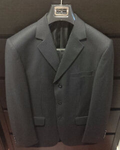CIGLIANO PLATINUM COLLECTION PINSTRIPE SUIT (S/M)