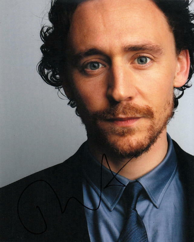TOM HIDDLESTON.. Charismatic Actor - SIGNED
