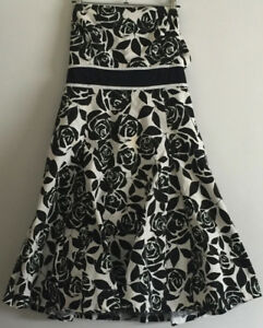 Black and White floral, strapless, knee-length dress (size M/M)