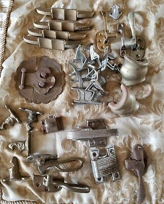 LOT OF VINTAGE ANTIQUE HARDWARE LATCHES HOOKS PLATES I6F
