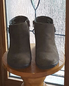 OLIVE GREEN / BROWN WOMEN'S WINTER SHOES - HARDLY USED SIZE 8.5