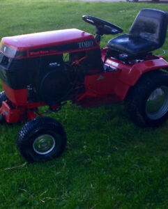 Wheel horse tractor with cutting deck