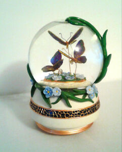 TWINKLE BUTTERFLY SNOWGLOBE 100MM MUSIC BOX London Ontario image 1