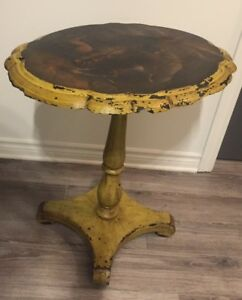 ANTIQUE SIDE TABLE | TABLE D'APPOINT ANTIQUE