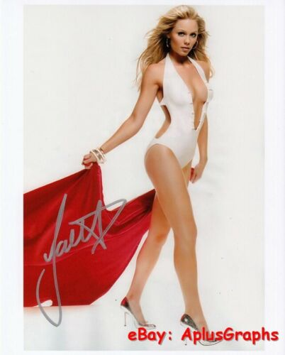 LAURA VANDERVOORT..  Leggy and Lovely (Smallville) SIGNED