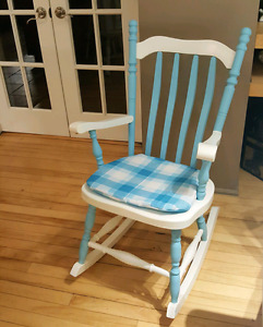 COLORFUL VINTAGE ROCKING CHAIR.