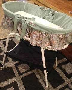 Baby bassinet with movable stand