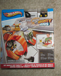 Hot Wheels Test Facility (brand new in box ) Stratford Kitchener Area image 1