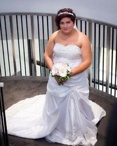 Beautiful Weddimg Dress London Ontario image 1
