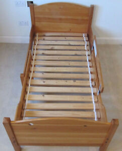 Ikea lit simple / Extendable bed Only $90