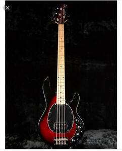 music man sterling Ray 34 comme neuve