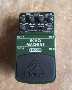 Pédale Echo Machine Behringer + Power supply